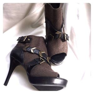 NWOT Nine West Campaign Peep Toe Booties! Size 6.5